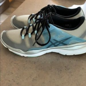 ASICS gel vida training shoe size 8